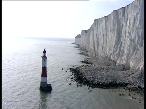 track left past beachy head lighthouse sussex - kreidefelsen stock-videos und b-roll-filmmaterial