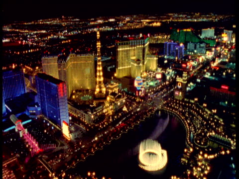 track over bellagio fountains and paris casino at night, las vegas - fontän bildbanksvideor och videomaterial från bakom kulisserna