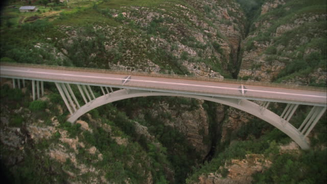 track over bloukrans bridge, nature's valley, western cape available in hd. - south africa stock videos & royalty-free footage