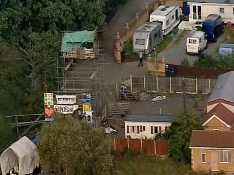 track over caravans and mobile homes in dale farm essex - デールファーム点の映像素材/bロール