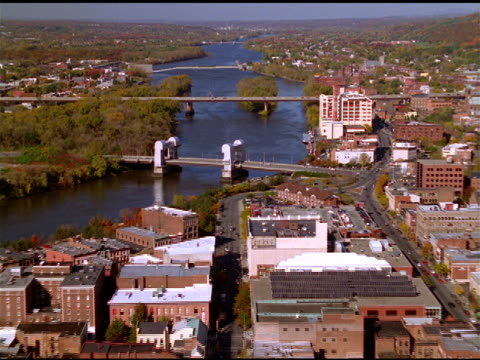 track over city buildings, bridges and waterways, rhinebeck new york - veicolo di terra per uso personale video stock e b–roll