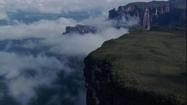Track over clouded edge and summit of Auyantepui, Venezuela Available in HD.
