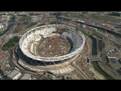 track over construction site of london 2012 olympic stadium july 2009 - erezione video stock e b–roll