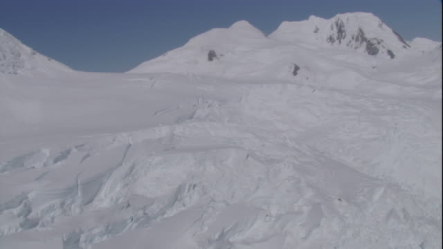 track over edge of ice sheet to sea, antarctica - antarctica aerial stock videos & royalty-free footage