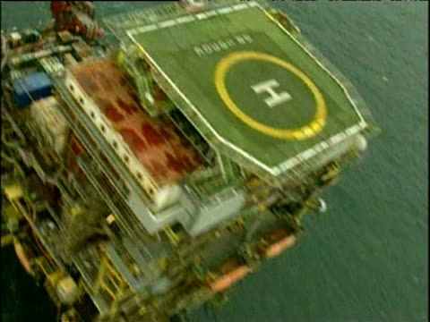 vídeos de stock, filmes e b-roll de track over gas rig and platform north sea - helicopter landing pads
