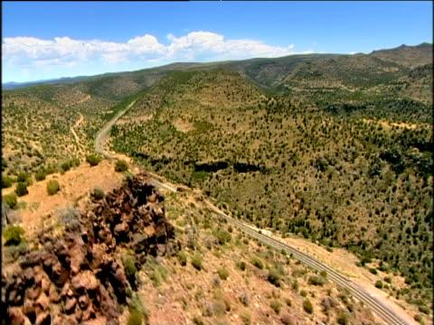 stockvideo's en b-roll-footage met track over highway winding through barren mountains usa - ruimte exploratie