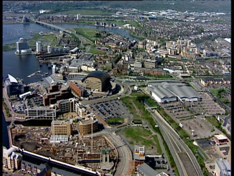 track over queen alexandra dock towards cardiff city centre and millennium stadium wales - カーディフ点の映像素材/bロール