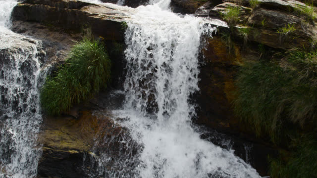"stockvideo's en b-roll-footage met track over rocky face of waterfall. - ""bbc natural history"""