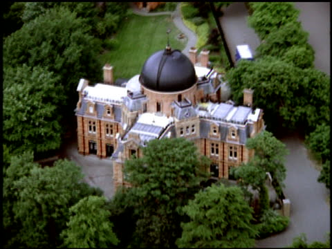 track over royal observatory and park, greenwich - kuppeldach oder kuppel stock-videos und b-roll-filmmaterial