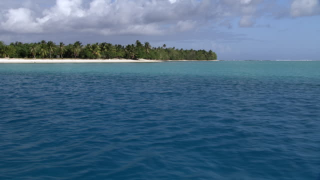 Track over sea towards tropical islands, Rangiroa, French Polynesia