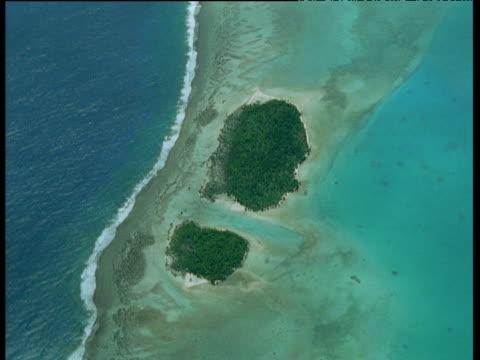 track over shoe print shaped islands, aitutaki - aitutaki stock videos & royalty-free footage