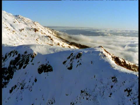 track over snowy ridge in australian alps, victoria, australia - australian alps stock videos & royalty-free footage
