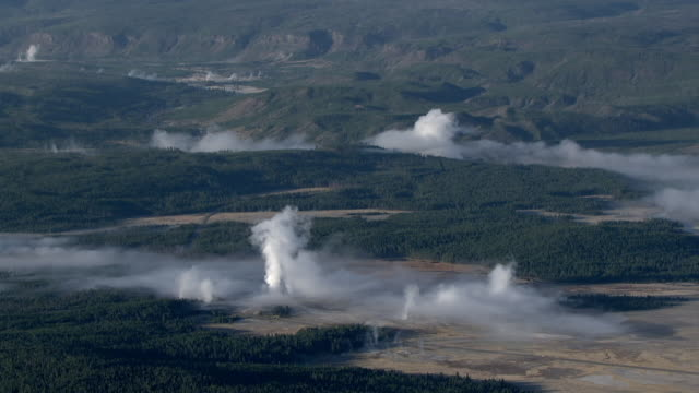track over steaming hot springs and forests, yellowstone, usa - parco nazionale di yellowstone video stock e b–roll