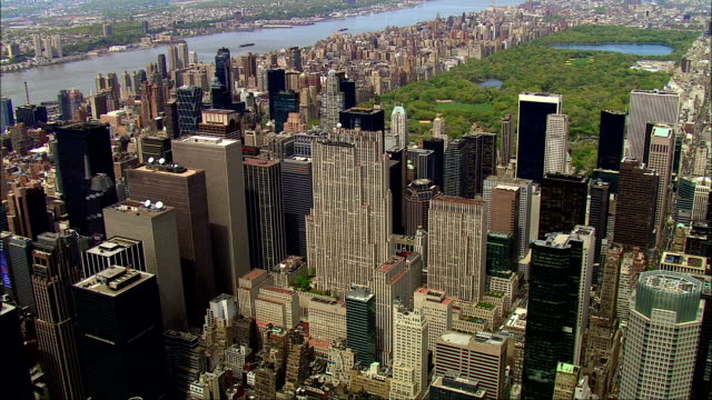 stockvideo's en b-roll-footage met track over streets of manhattan central park in background available in hd. - central park manhattan