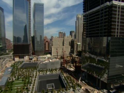 vídeos y material grabado en eventos de stock de track over the 9/11 memorial in ground zero, new york city - number 9