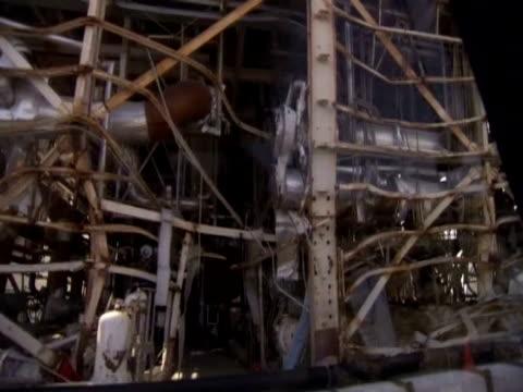 vidéos et rushes de track over wreckage of the nuclear power plant fukushima - énergie nucléaire