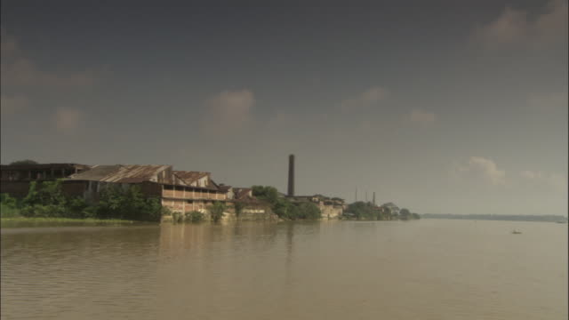 track past factories on banks of hooghly river, kolkata available in hd. - kolkata stock videos & royalty-free footage