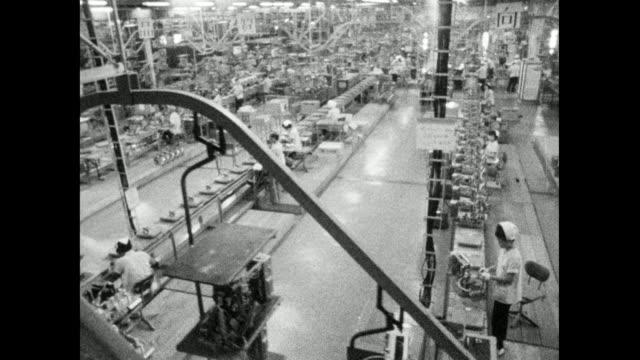 has track past japanese electronics factory workbenches; 1966 - geschichtlich stock-videos und b-roll-filmmaterial