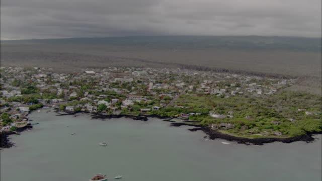 track past puerto ayora, santa cruz, galapagos islands available in hd. - ガラパゴス諸島点の映像素材/bロール