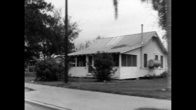 track past single storey residential housing in usa; 1964 - 不動産の看板点の映像素材/bロール