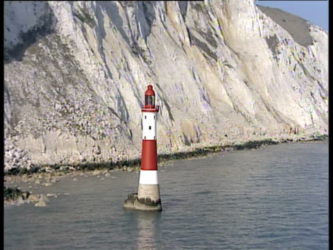track right around beachy head lighthouse sussex - kreidefelsen stock-videos und b-roll-filmmaterial