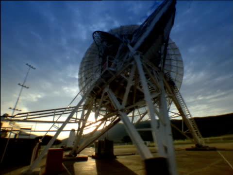vídeos y material grabado en eventos de stock de track right around large satellite dish in countryside - antena parabólica