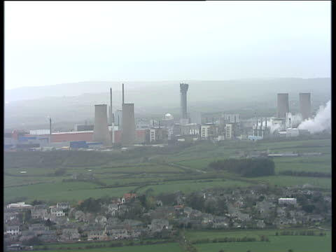track right past sellafield nuclear power plant cumbria - kernenergie stock-videos und b-roll-filmmaterial