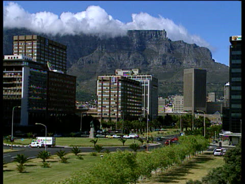 Track right through Cape Town with Table Mountain in background cloud resting on top