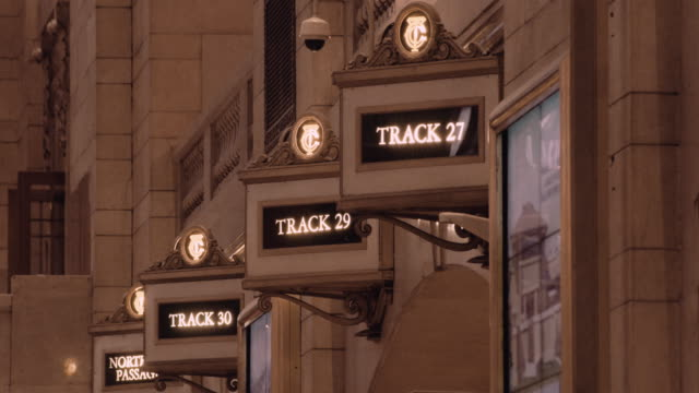 track signs in the main concourse of grand central terminal - western script stock videos & royalty-free footage