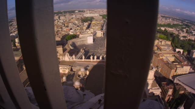 vídeos de stock e filmes b-roll de tracking footage of rome skyline from behind guardrail - basílica de são pedro