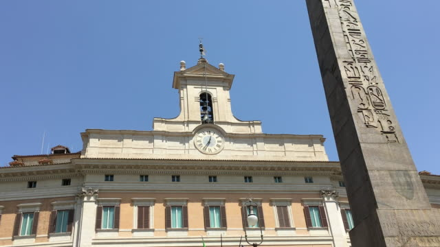stockvideo's en b-roll-footage met tracking obelisk infront of the montecitori palace, piazza di monte citorio,rome - obelisk