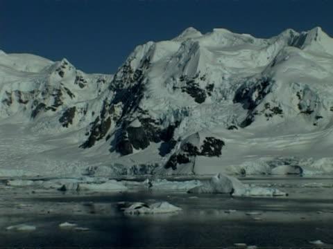 mwa tracking right past rugged coastline of paradise bay area, antarctic peninsula - antarctic peninsula stock videos & royalty-free footage