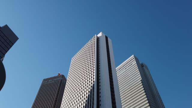 トラッキングショット。東京・新宿の街並み - moving past点の映像素材/bロール