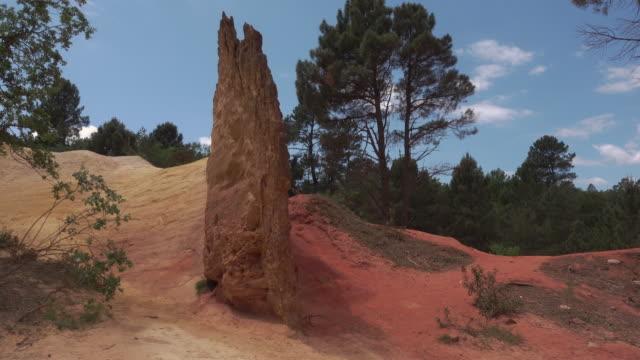 vidéos et rushes de tracking shot colorado provencal canyon with ochre rocks - yellow