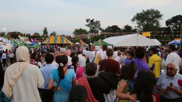 vídeos y material grabado en eventos de stock de tracking shot devotees sing the hare krishna mantra during the janmashtami hindu festival at bhaktivedanta manor on august 28 2013 in watford england... - krishna
