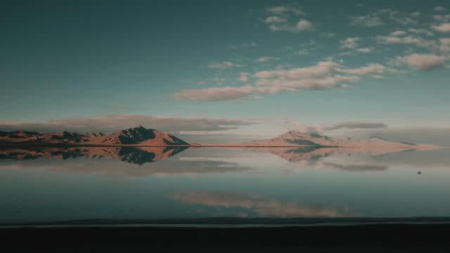stockvideo's en b-roll-footage met tracking shot from an in car perspective showing flooded bonneville salt flats, utah, united states of america - bonneville zoutvlakte