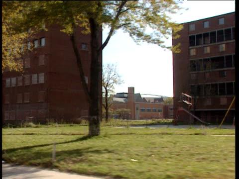vídeos de stock e filmes b-roll de tracking shot from car of slum ghetto area including disused factories and dilapidated housing; chicago - 1995
