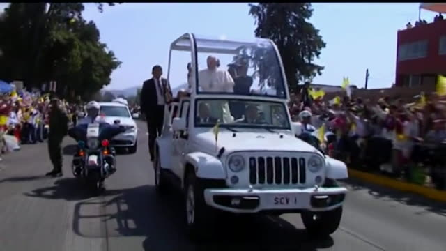tracking shot from car, pope francis rides popemobile through street in morelia, mexico as bystanders cheer - ローマ法王専用車点の映像素材/bロール
