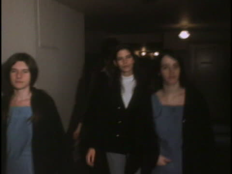 tracking shot from in front of patricia krenwinkel leslie van houten and susan atkins van houten and atkins look towards the camera while krenwinkel... - crime or recreational drug or prison or legal trial stock-videos und b-roll-filmmaterial