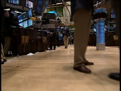 tracking shot from the floor of the new york stock exchange web - business or economy or employment and labor or financial market or finance or agriculture stock-videos und b-roll-filmmaterial