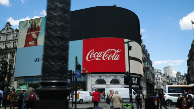 tracking shot moving towards the electronic billboards at london's piccadilly circus - commercial sign stock videos & royalty-free footage