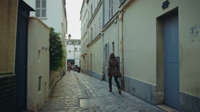 tracking shot of a montmartre narrow street - narrow stock videos & royalty-free footage