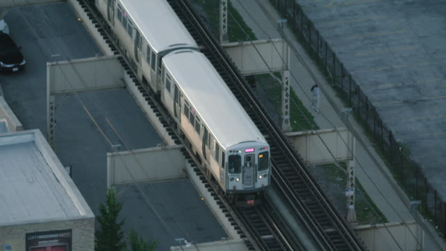 tracking shot of an l train in the west side of chicago - chicago 'l' stock videos & royalty-free footage