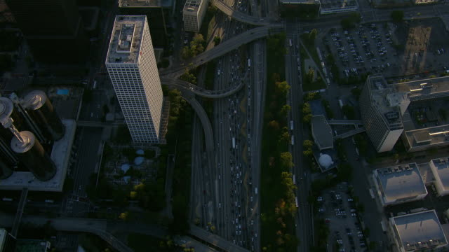 tracking shot of harbor freeway in la - inquadratura da un aereo video stock e b–roll