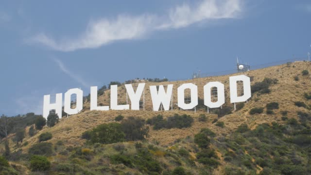 vidéos et rushes de tracking shot of hollywood boulevard sign, hollywood, los angeles, la, california, united states of america, north america - hollywood boulevard