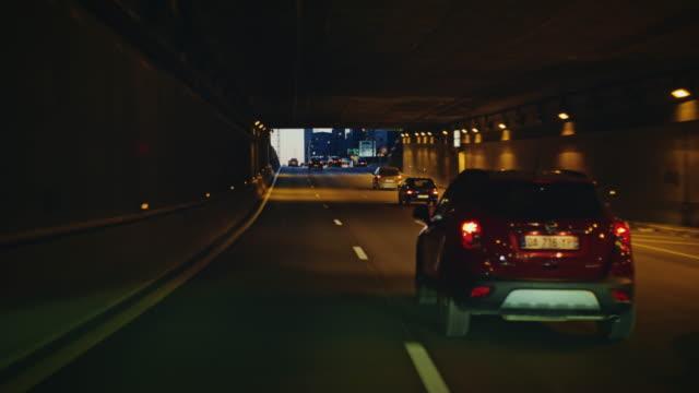 vidéos et rushes de tracking shot of paris expressway looking at the défense district buildings, at dusk - autoroute
