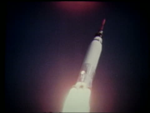 tracking shot of rocket ascending in air after blastoff - ロケット点の映像素材/bロール