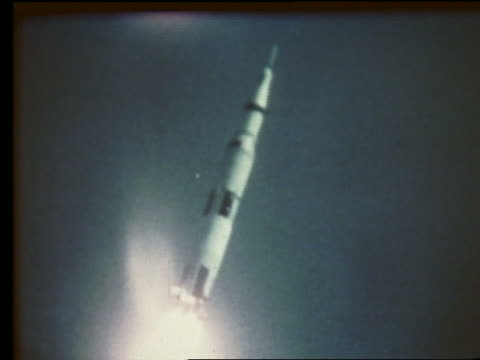 tracking shot of rocket ascending in air - 1969年点の映像素材/bロール