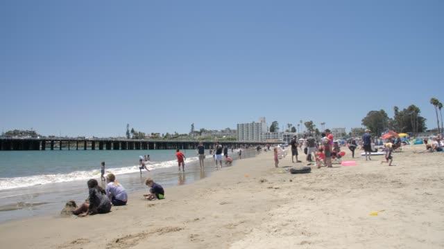 tracking shot of santa cruz beach and municipal wharf, santa cruz, california, united states of america, north america - カリフォルニア州サンタクルーズ点の映像素材/bロール