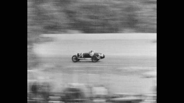 vidéos et rushes de tracking shot of sports cars racing on track - 1930